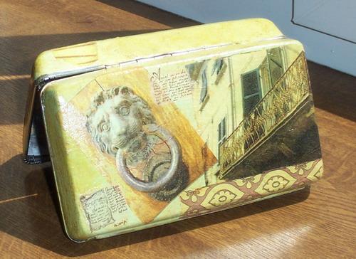 из старой коробки от электробритвы сделала такую коробочку о Львове ( в ней подарен кофе и шоколадки) .