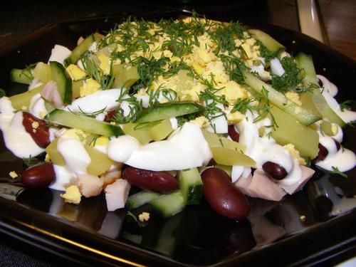 Рецепт салата фасоли и копченой курицы