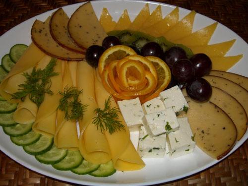 Зелень.  Огурцы свежие.  Сыр 5 сортов.