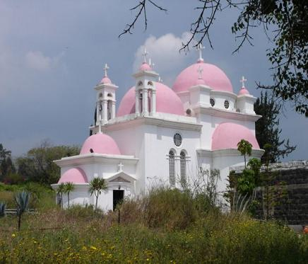 Продолжу: По дороге на Голаны.  Капернаум.  Греческая католическая церковь.  Ну просто бомбоньера!  А вот и сами...