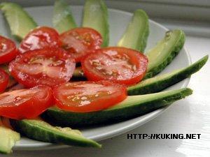 рецепты недорогих салатов для закуски к водки.