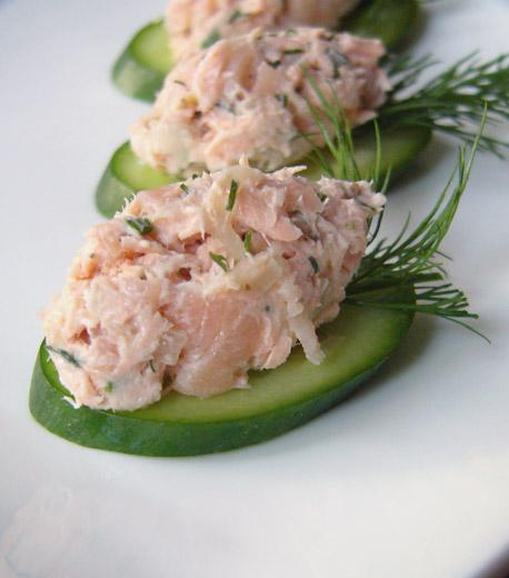 Плюс, салат разобран на листочки, что удобно для фуршетов, например.
