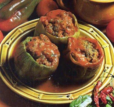 Фаршированный овощами перец - вкусное овощное блюдо молдавской кухни, которое можно приготовить по очень простому...