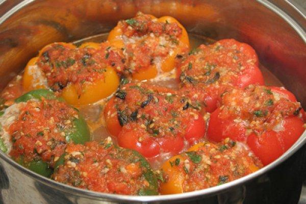 Рецепт фаршированных перцев с фаршем и рисом в духовке пошагово