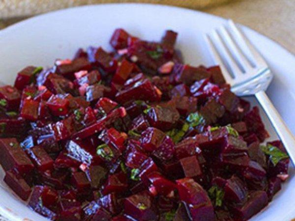 салат красный свекольный с яблоком и юзумом заправленным маслом